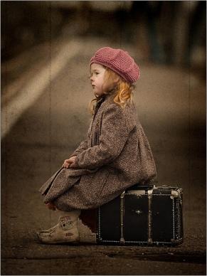 kind op koffertje
